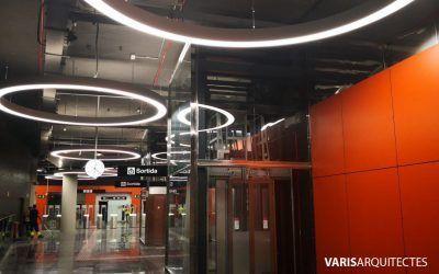 La estación de metro Foneria, en Barcelona, luce una nueva iluminación de diseño elegante y puro gracias a las luminarias Geminy, un revolucionario sistema de iluminación basado en la tecnología  LED.